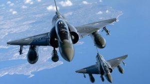 un-avion-militaire-britannique-evite-la-collision-avec-deux-mirage-francais