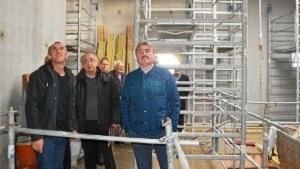 les-elus-ont-visite-le-chantier-de-construction-de-cette_3183421_498x330p-300x199