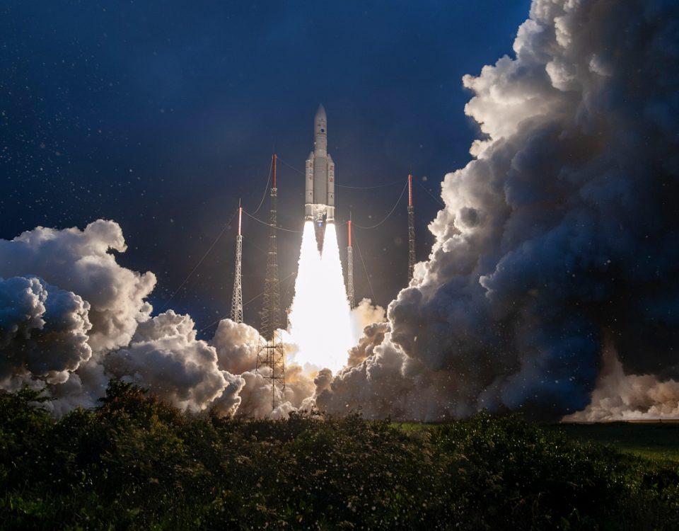 Decollage du lanceur Ariane ECA, VA251 le 16 janvier 2020 depuis le centre spatial guyanais.  Le lanceur a place en orbite les satellites de telecommunication Eutelsat Konnect et GSat-30.